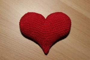 Сердечко, вязаное крючком большое