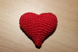 Сердечко, вязаное крючком маленькое