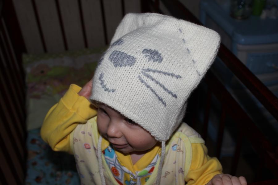 """Описание: Детская шапка  """"Кот """", вязаная спицами."""