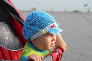 Летняя шапочка на мальчика крючком