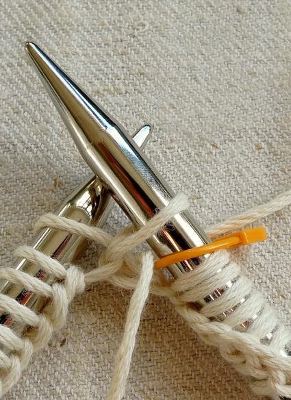 big-herringbone-cowl-4